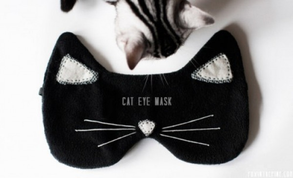 diy-cat-eye-mask-for-a-comfortable-sleep-1-500x304