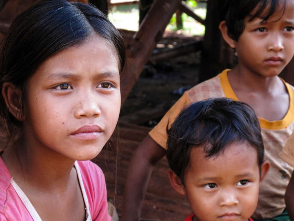 Carnets de voyage en Birmanie 2010. Sur la route du lac Inle, enfants dans un village de montagnes de l'état Shan.Photo Mathieu THOMASSET